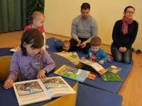 Az őrzőangyalok, az anyatalálka és a csabaimami találkoztak a Könyvtárban